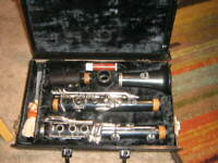 HOLTON CLARINET W/ BLACK CASE