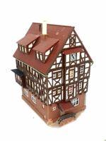 Großes Fachwerkhaus mit Uhr und Erker BELEUCHTET Spur N C1059