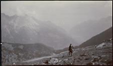Suisse, Alp Grüm, homme sur le sentier, 1911, Vintage citrate print vintage citr