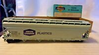 Athearn HO Scale Center Flow Covered Hopper, Union Carbide, Blue, #55227