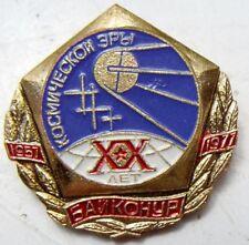 1977 RUSSIAN SOVIET SPACE SPUTNIK BRASS MEMORIAL BADGE