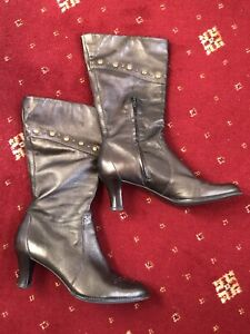 Ladies CLARKS boots Sz 8