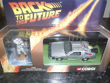 CORGI - BACK TO THE FUTURE (DELOREAN TIME MACHINE + 1 FIGURE). SCALE 1:36.