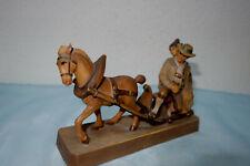 Holzschnitzerei,  Bauernpaar auf Pferdeschlitten,farbig gefasst,  Grödnertal