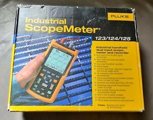 Fluke 124 Handheld Scopemeter, 40MHz, 2 Channels