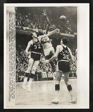 BILL RUSSELL ORIGINAL WIRE PHOTO 03/11/62 CELTICS TIE NBA 59 WINS DEFEAT LAKERS