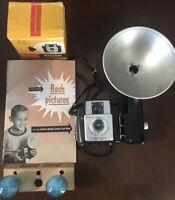 VINTAGE KODAK BROWNIE STARLET CAMERA W/ FLASH( Box,booklet,bulbs) AS-IS