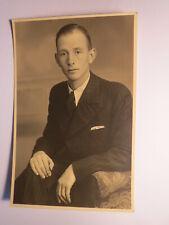 Herford - 1940 - sitzender junger Mann im Anzug / Foto