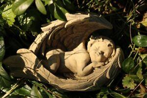 Engel in Flügel schlafend Grab Grabschmuck  frostfester Steinguss patiniert