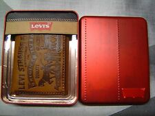 LEVI'S MEN'S EMBOSSED 2 HORSE LOGO COATED LEATHER TRIFOLD WALLET COGNAC