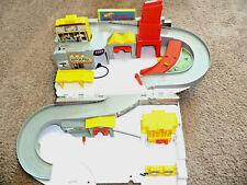 Hot Wheels Car Wash and Service Station Center PlaySet DMW90 Mattel