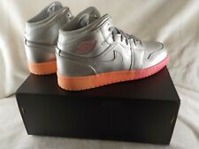 Jordan 1 Mid - 555112-006 - Metallic Silver / Hot Pink - Yth 7 = Womens Size 8.5