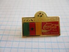 FLAG CAMEROUN PIN BADGE DRAPEAU CAMEROUN FOOT 1990 COCA COLA VINTAGE PINS us4/3