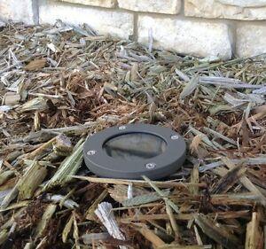 Outdoor low voltage landscape well light LEO Bronze cast aluminum halogen