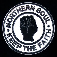 "NORTHERN SOUL ""KEEP THE FAITH"" 28mm DIAMETER BLACK FIST ENAMEL PIN BADGE"