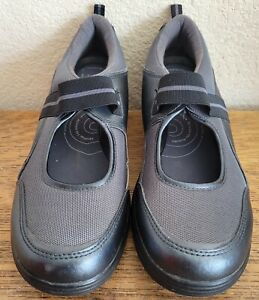 """Womens """"Get Fit"""" Mary Janes by Grasshoppers, size 8.5  Gray and Black"""