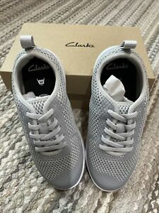 New CLARKS Unisex Gray SCAPE SOAR ELASTIC LACES Sneakers TRAINERS Sz 12W