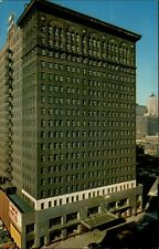 Chicago Amerika USA Postcard ~1950/60 Straßenpartie am YMCA Hotel Hochhaus Autos