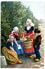 Alte AK Walcheren/Provinz Zee, Kinder in Tracht,koloriert,beschriftet,ungelaufen