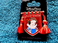 Disney * PRINCESS SNOW WHITE * Tapestry Banner Series * New on Card Trading Pin