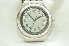 Schöne Swatch Irony Uhr Armbanduhr mit Armband in Weiß. Mit Datum