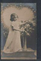 40627) Echt Foto AK Kinder Mädchen mit Rosen Mode Fashion 1908 Osterath