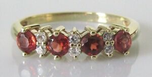 9ct Gold Ring - 9ct Yellow Gold Garnet & White Sapphire Band Ring Size M