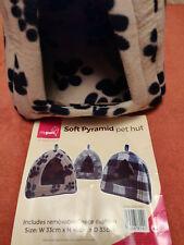 Soft Pyramid cat Hut