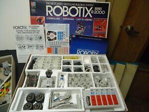 1985 Milton Bradley Co. ROBOTIX Series R-2000 looks complete but untested