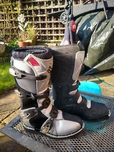 Oxford Tracker Motorcross MX Boots. Kids UK4 worn ONCE. With the original box.