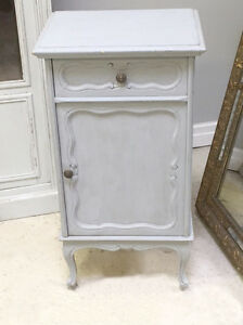STYLISH OLD FRENCH LOUIS XV  STYLE BEDSIDE TABLE