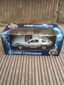 DeLorean Time Machine Back to the Future 2 - 1:24 Welly Diecast Model Car 22441W