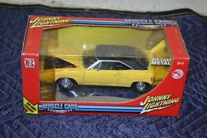 Johnny Lightning WHITE LIGHTNING 1970 Plymouth Superbird TIRES 1:24 Scale YELLOW