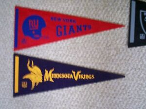 NEW YORK GIANTS PENNANT IN EXCELLENT CONDITION