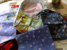 lot ,couffin ,ces accessoires, un sac brodé pour mettre les vétements de poupée