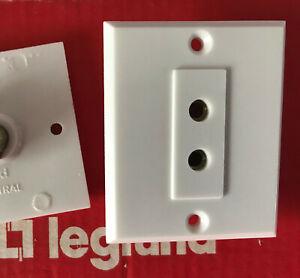 Ancien LEGRAND Mistral, Prise électrique sans Terre ,entraxe 12 mm  VINTAGE NEUF