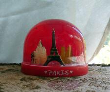 BOULE A NEIGE  PARIS  FRANCE fond rouge ...SNOW GLOBE