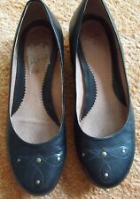 CLARKS BLACK LEATHER FLAT SHOES - SIZE 6
