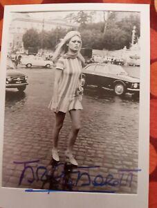 Autographe, Dédicace De Brigitte Bardot 12 17 Cm Sur Photo
