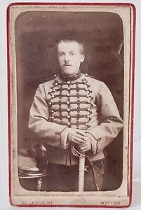 Ancienne photo CDV Soldat Chasseur en tenue avec son sabre DE LA BEAUME MOULINS