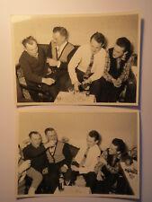 Männer in einer Wohnung beim Schnaps Trinken / 2x Foto Hamburg