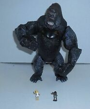 """2005 Playmates Roaring King Kong 11"""" Action Figure with 2 Small Figures"""