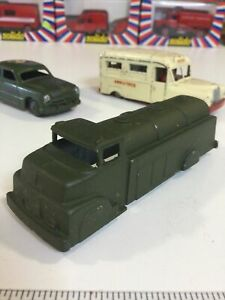 """VINTAGE TOOTSIETOY 1950s MILITARY GREEN TANK TANKER TRUCK 1:50 Or 4.5"""" USA"""