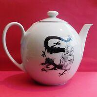 PORCELAINE AXIS Tintin LE LOTUS BLEU. La Théière, décor dragon noir. Haut. 19 cm