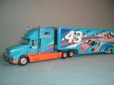 RICHARD PETTY INTERNATIONAL TRACTOR TRAILER FRANKLIN MINT 1:43 WITH DISPLAY CASE