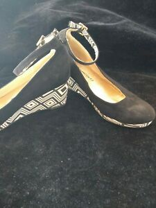 EUC PETER MORRISSEY Women's Black and white geometric wedge Heel Shoes - Size 5