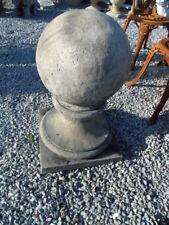 boule en pierre . dessus de pilasse ou colonne  , massif  très lourd ! la paire