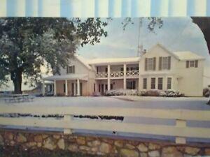 POST CARD THE SUMMER HOUSE WHITE HOUSE JOHNSON CITY TEXAS.