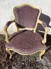 ancien fauteuil cabriolet revêtement velours violet de style Louis XV