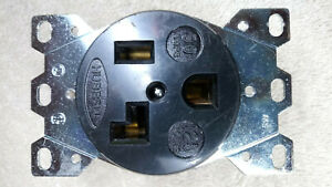 HUBBELL NEMA 5-30R RECEPTACLE OUTLET 30 AMPS 125 VOLTS 2 POLE 3 WIRE USED